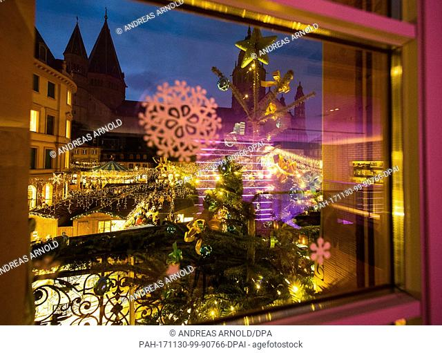 View of the decorative lights during the opening of the Christmas market in Mainz, Germany, 30 November 2017. The Christmas market is open from 30 November to...