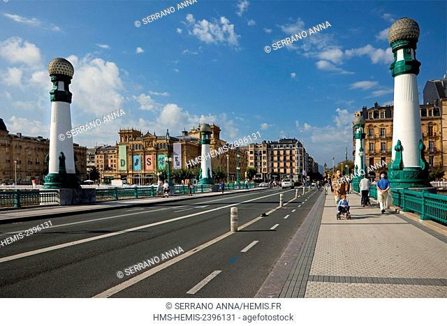 Spain, Basque Country, Guipuzcoa province (Guipuzkoa), San Sebastian (Donostia), European capital of culture 2016, Kursaal Bridge