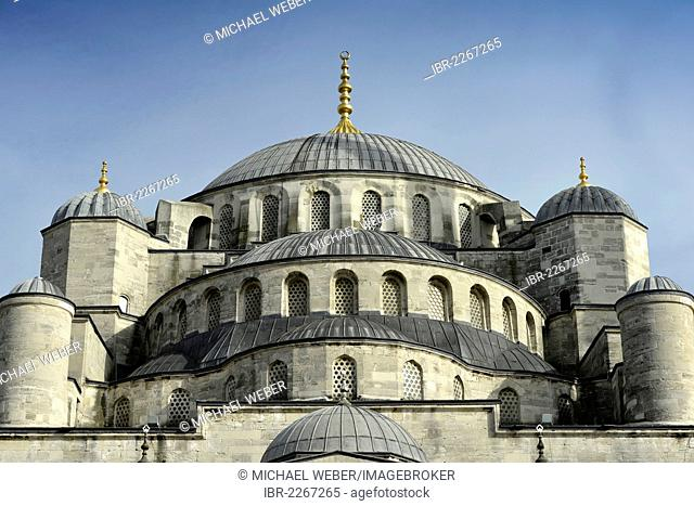 Domes of the Sultan Ahmed Mosque or Blue Mosque, Sultanahmet, historic district, a UNESCO World Heritage Site, Istanbul, Turkey, Europe