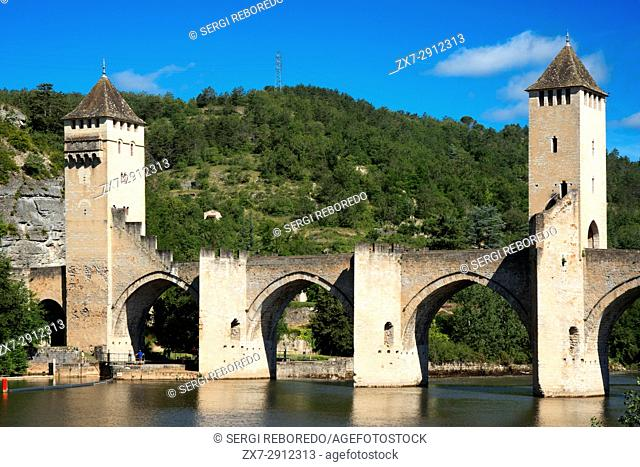 The medieval Pont Valentre over the River Lot, Cahors, The Lot, France