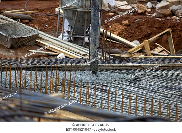 machine pour concrete on foundation