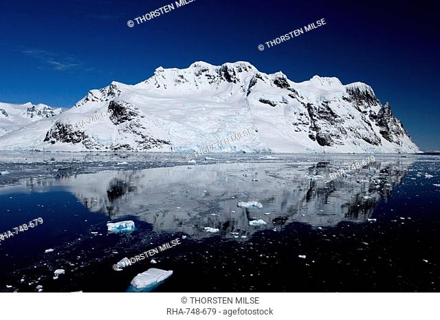 Lemaire Channel, Weddell Sea, Antarctic Peninsula, Antarctica, Polar Regions