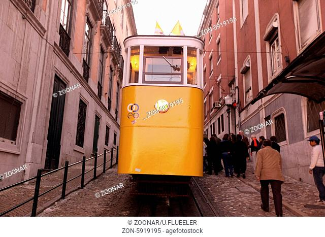 Europa, Westeuropa, EU, Euro, Portugal, Lissabon, Innenstadt, Platz, Praca Rossio, Rossio, Bahn, Tram, Seilbahn, Zug, Strassenbahn,  (Urs flueeler)