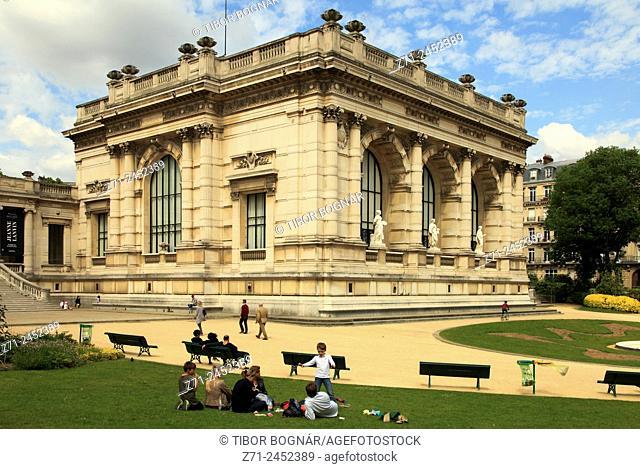 France, Paris, Square du Palais-Galliera