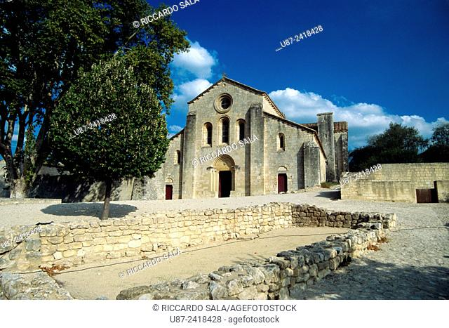 France, Vaucluse, Silvacane Abbey. . .