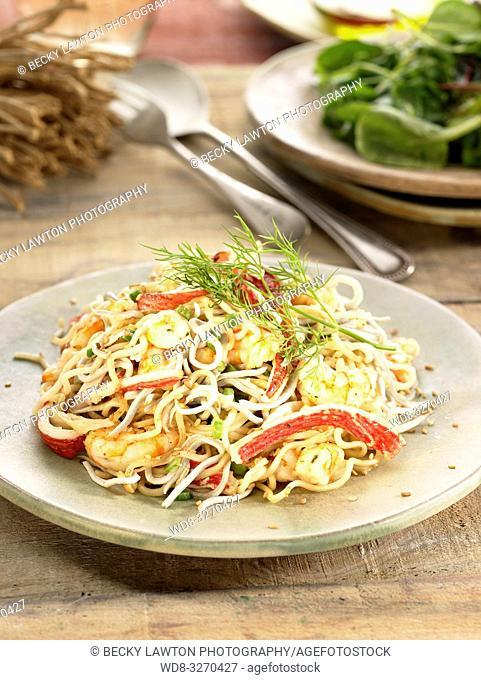 noodles con marisco