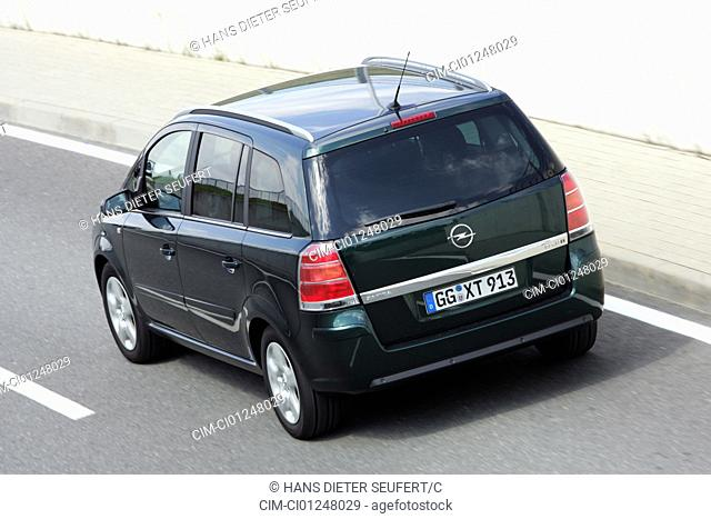 Car, Opel Zafira 1.9 CDTi, Van, model year 2005-, dark green, driving, diagonal from the back, rear view, City