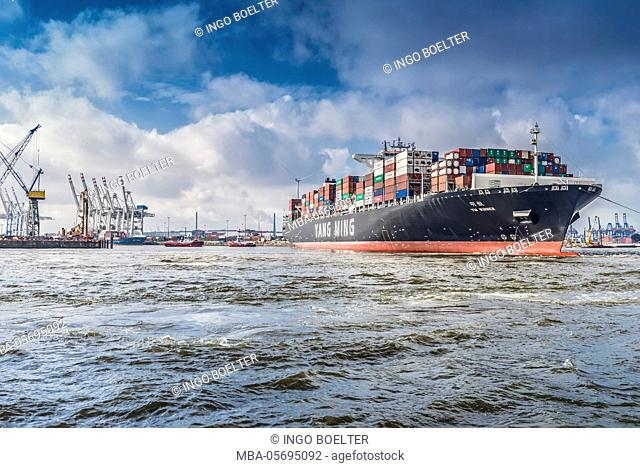 Germany, Hamburg, the Elbe, fish market, harbour, container terminal, container ship, container, tug, tugboat