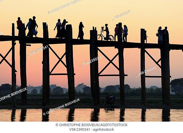 Myanmar, Amarapura, U Bein bridge and lake Taungthaman at sunset
