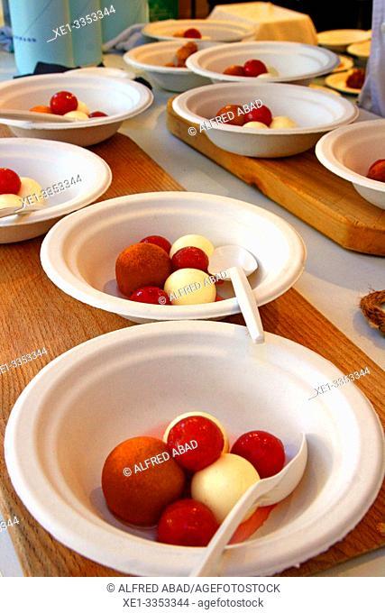 dessert dishes of ice cream balls, gastronomic festival 'Tast a la Rambla', 6th Gastronomy Week of Barcelona, Catalonia, Spain