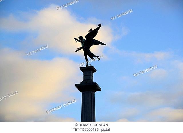 Argentina, Buenos Aires, Recoleta, Silhouette of monument