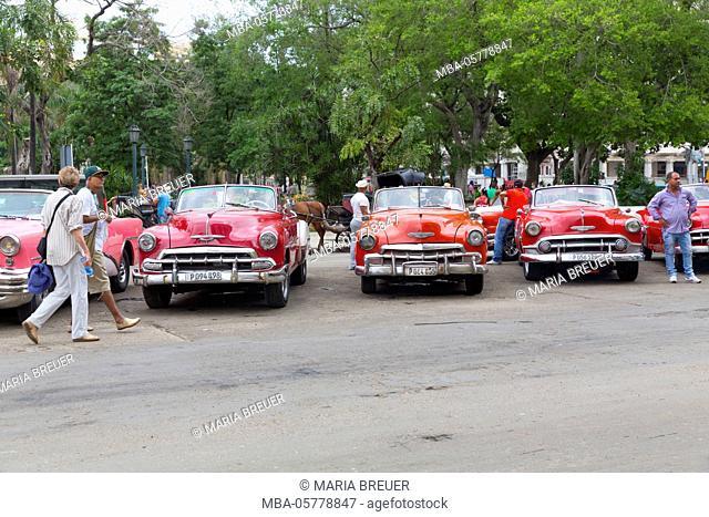 Vintage car in front of the Capitol, Havana, La Habana, Cuba, the republic Cuba, the Greater Antilles, the Caribbean