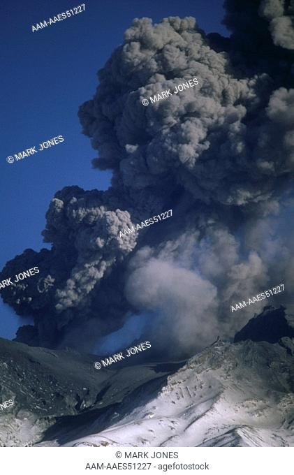 Mt. Ruapehu Eruption 6/96, NZ: Large Ash Plume over Caldera, Tongariro NP