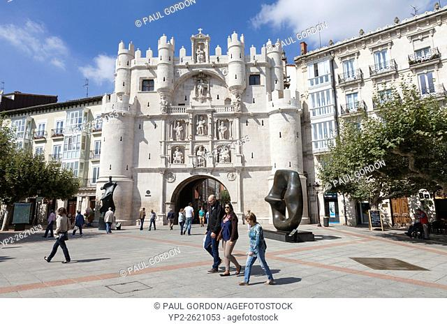 Burgos, Spain: Arco de Santa María. The gate leads from the Paseo del Espolón along the Arlanzón river to the Plaza del Rey San Fernando