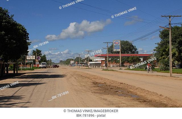 Road going through the Neuland Mennonite colony, Boqueron, Gran Chaco, Paraguay, South America
