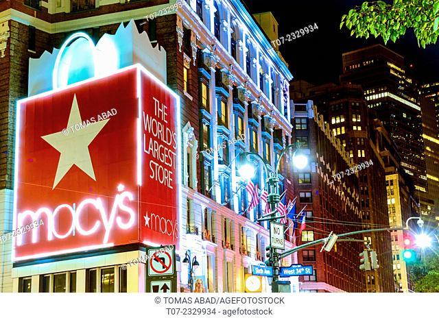 Macy's Department Store, World's Largest Store, Herald Square, 34th Street, Midtown Manhattan, New York City, USA