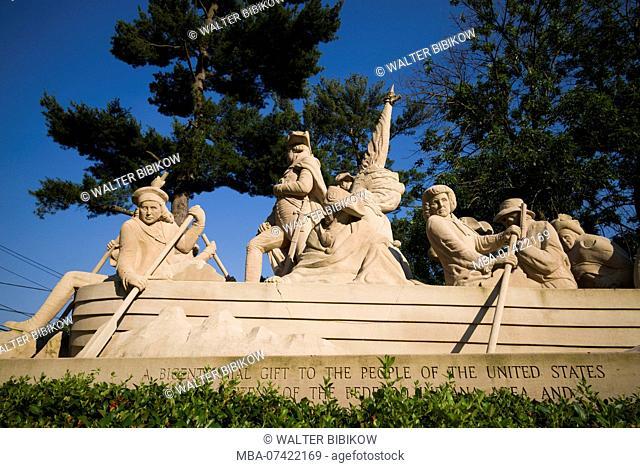 USA, Pennsylvania, Bucks County, Washington Crossing, statue of General George Washington crossing the Delaware River on December 25, 1776