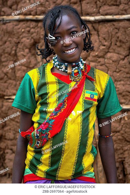Ethiopia, Omo Valley, Key Afer, portrait of a smiling bana tribe teenage girl