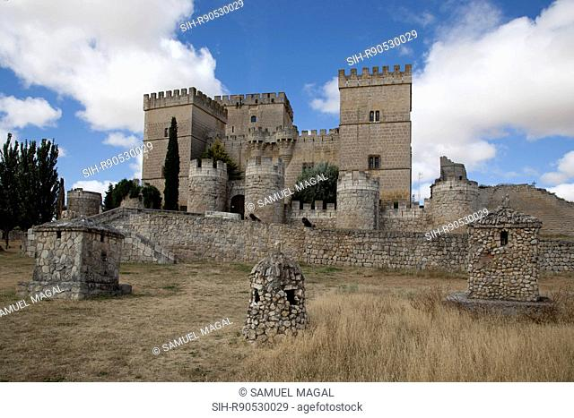 Ampudia castle was constructed between 1461 and 1488 by Don Garcia Lopez de Ayala, the son of Don Pedro Garcia of Herrera, first holder of Mayorazgo de Ampudia