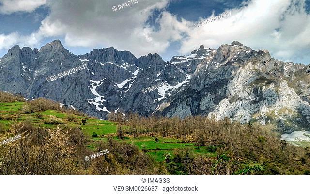 Andara Massif seen from Mogrovejo villaje, Liébana valley, Picos de Europa National Park and Biosphere Reserve, Cantabria province, Spain