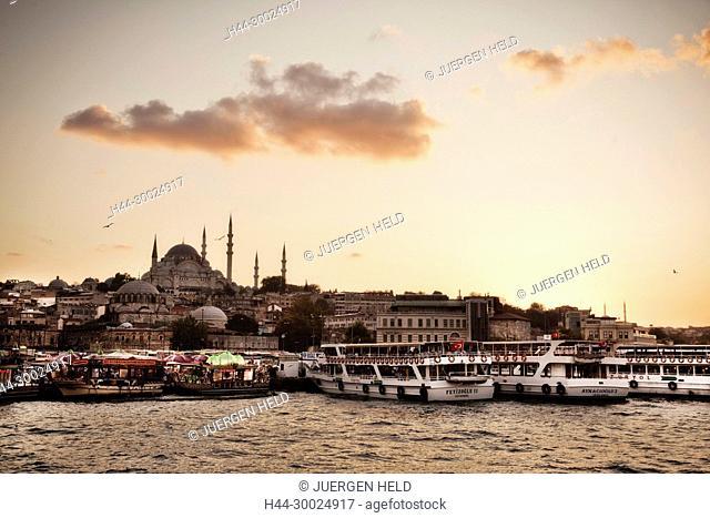 Golden Horn, Suleymaniye mosque, Eminonu waterfront Istanbul, Turkey , Europe