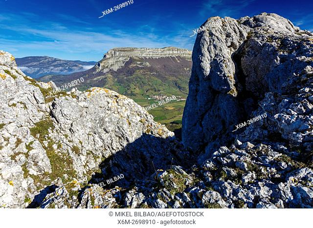 Unanu village and Beriain mountain. Urbasa-Andia Natural Park. Navarre, Spain, Europe