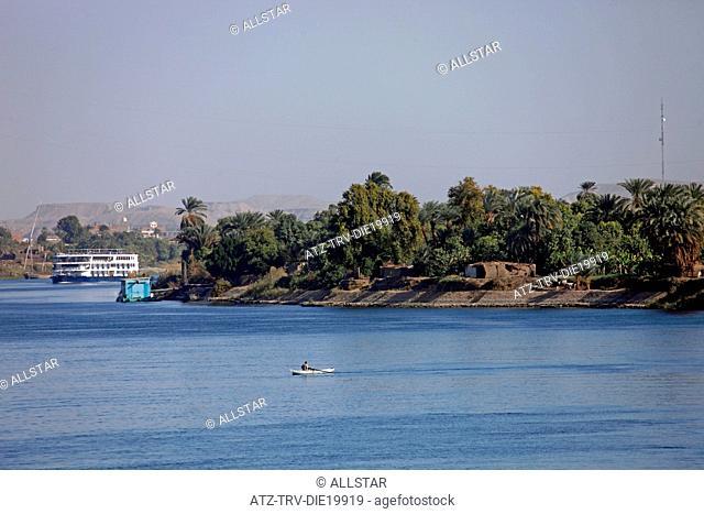 MUSLIM MAN IN ROWING BOAT; RIVER NILE, EGYPT; 09/01/2013