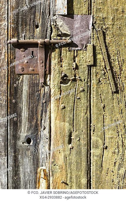 Door detail. Montañana. Ribagorza. Huesca Province. Aragón. Spain