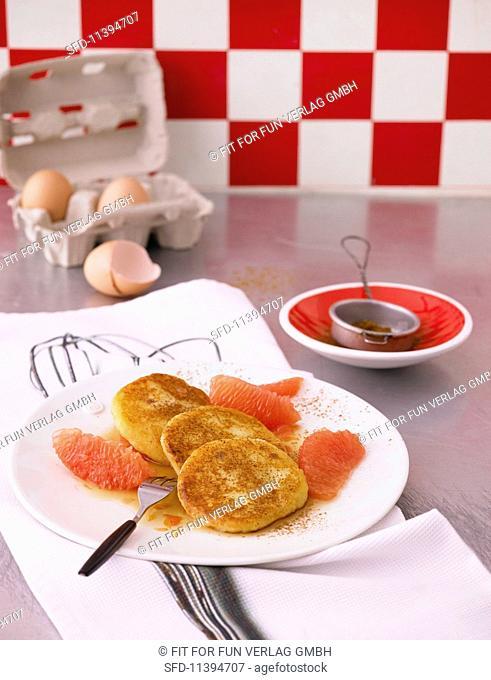 Quark cakes with caramelised grapefruit