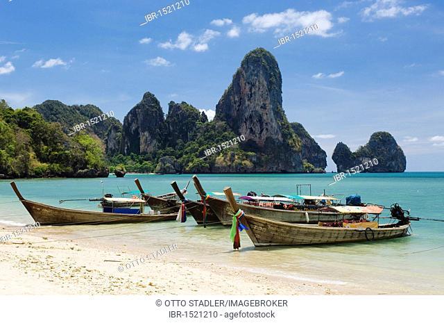 Long-tail boats on the beach, limestone cliffs, Ton Sai Beach, Krabi, Thailand, Southeast Asia, Asia