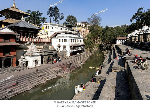 Left Pashupathinath Temple, in front Ghat for royal cremations, river Bagmati, Pashupatinath, Kathmandu, UNESCO World Heritage Site, Nepal