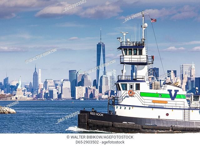 USA, New Jersey, Bayonne, lower Manhattan and Statue of Liberty
