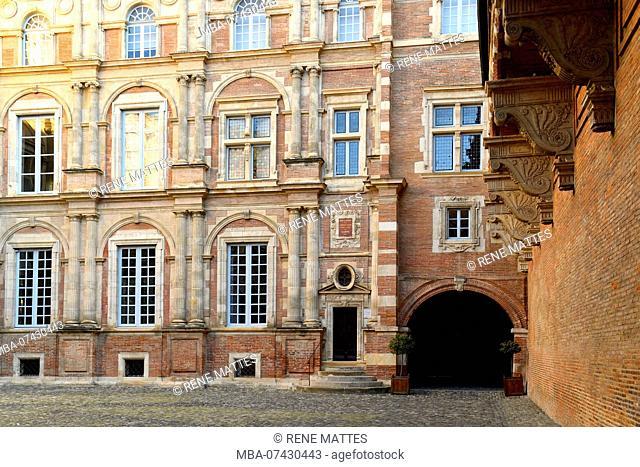 France, Haute Garonne, Toulouse, Assezat Hotel, Bemberg fundation, hotel courtyard and facades