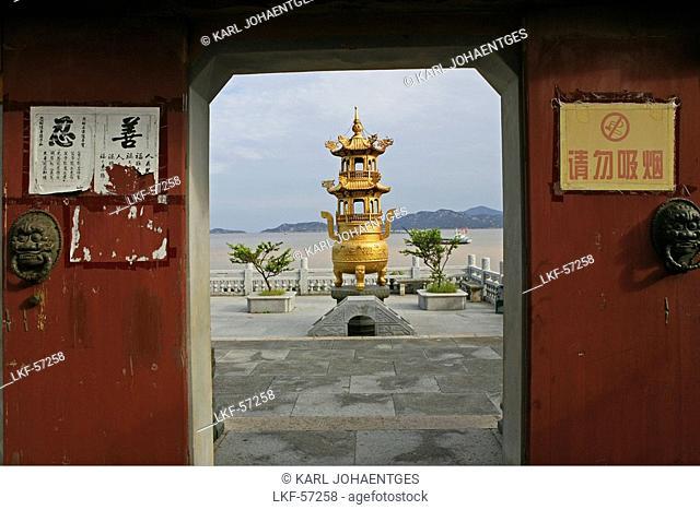Incense burner, South Heaven Gate Temple, Buddhist Island of Putuo Shan near Shanghai, Zhejiang Province, East China Sea, China