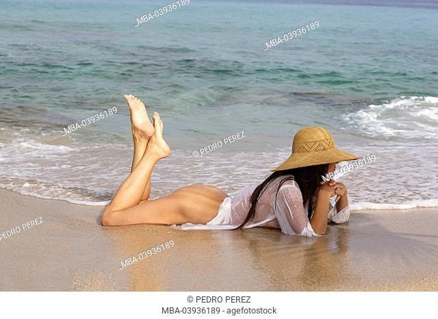 Woman, young, bare, hat, dress, wet, transparently, lake, beach, lying
