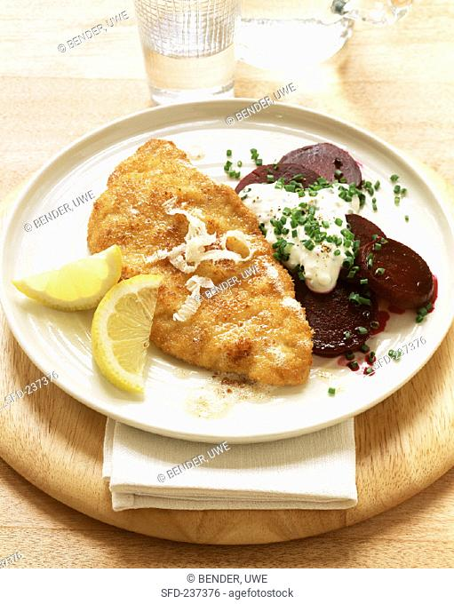 Escalope with horseradish, with beetroot and sour cream