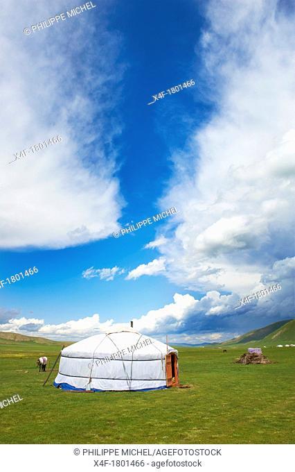Mongolia, Ovorkhangai province, yourt camp