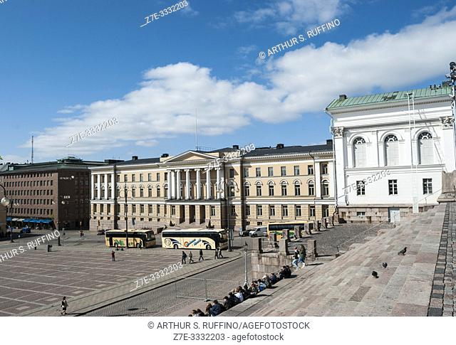 Senate Square. View from steps of Helsinki Cathedral with main building of the University of Finland in the background. Helsinki, Finland, Europe