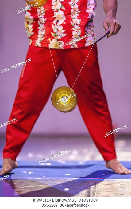 Cambodia, Battambang, Phar Ponleu Selpak, arts and circus school, juggler with top during circus performance, ER