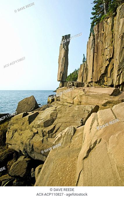 Balancing Rock, basalt rock cliffs, Long Island, Bay of Fundy, Nova Scotia, Canada