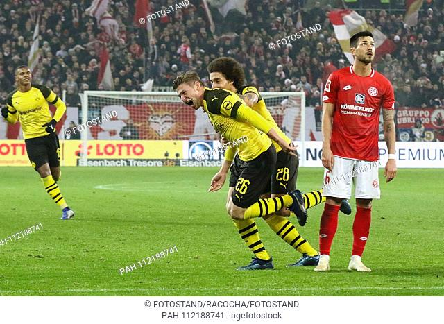 Mainz, Germany November 24, 2018: 1. BL - 18/19 - FSV FSV FSV Mainz 05 vs. Bor. Dortmund goaljubel to 2: 1, goalkeeper Lukasz Piszczek (Dortmund) (1 v