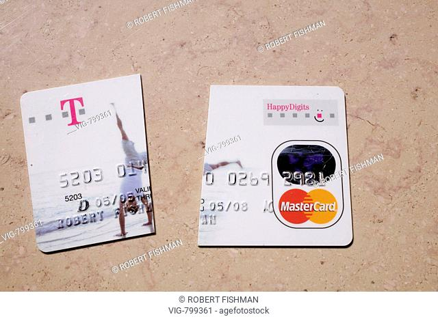Expired credit card is cut. - Bielefeld, Nordrhein-Westfalen, Germany, 01/05/2008