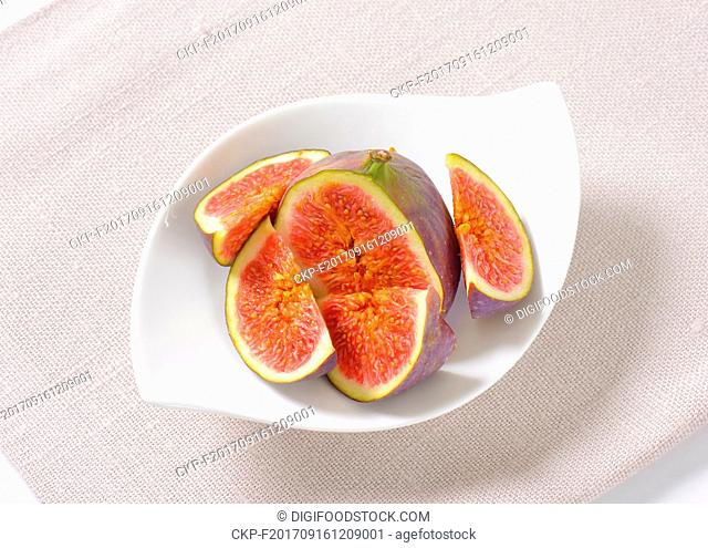 plate of sliced figs on linen napkin