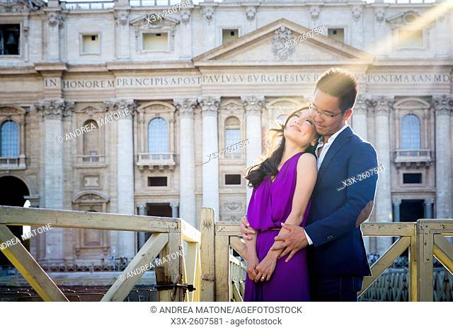Couple in front of Saint Peter's basilica. Vatican, Rome, Italy