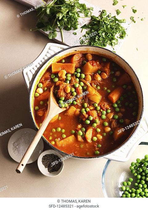 A tagine with peas, carrots, pepper, salt and parsley