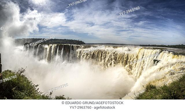 The Devil's Throat is a set of waterfalls 80 m high that are detached towards a narrow gorge, which concentrates the highest flow of the Iguazu Falls