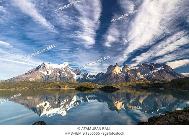 Chile, Patagonia, Magallanes Region, Torres del Paine National Park, Lago Pehoe and Paine Massif