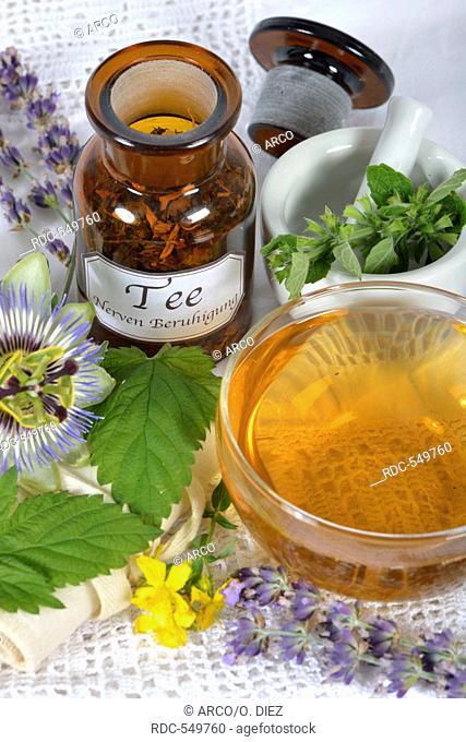 Nerves and calming tea, Sweet orange blossom, Balm, St John's wort, Amber, Lavender, Hop, Passion flower herb / (Melissa officinalis), (Passiflora incarnata)