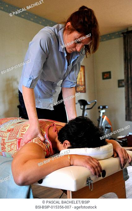 Reportage on an independent nurse trained in shiatsu. She carries out sessions at home. Shiatsu is a Japanese discipline which consists of stimulating the body...