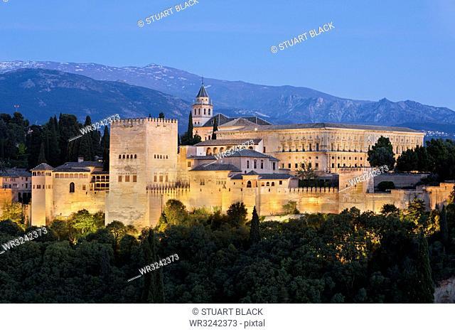 The Alhambra, UNESCO World Heritage Site, and Sierra Nevada mountains from Mirador de San Nicolas, Granada, Andalucia, Spain, Europe